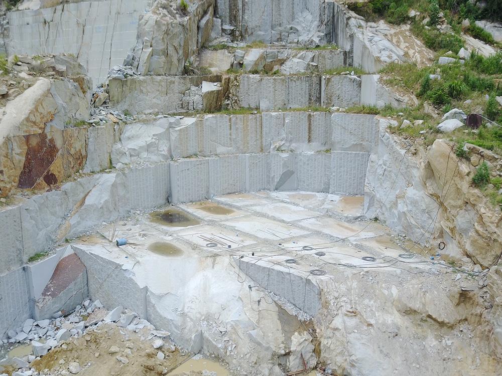 Mỏ được chia tách ra dưới dạng khối vuông góc